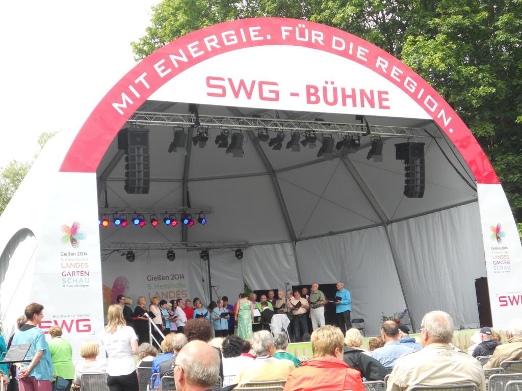Der gemischt Chor auf der großen SWG Bühne auf der Landesgartenschau